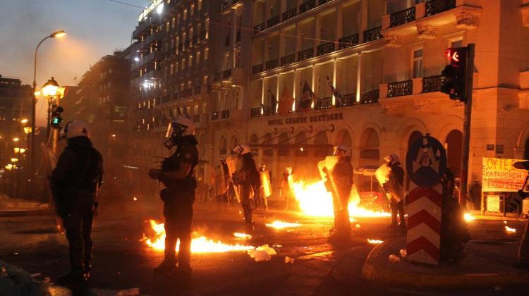 Atene, scontri in strada durante proteste