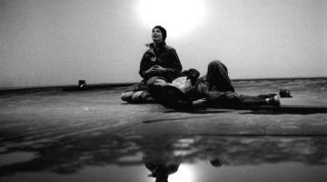 """© Luigi Ciminaghi/Piccolo Teatro di Milano – Teatro d'Europa.  """"L'anima buona di Sezuan"""", 1980-81 Massimo Ranieri e Andrea Jonasson"""