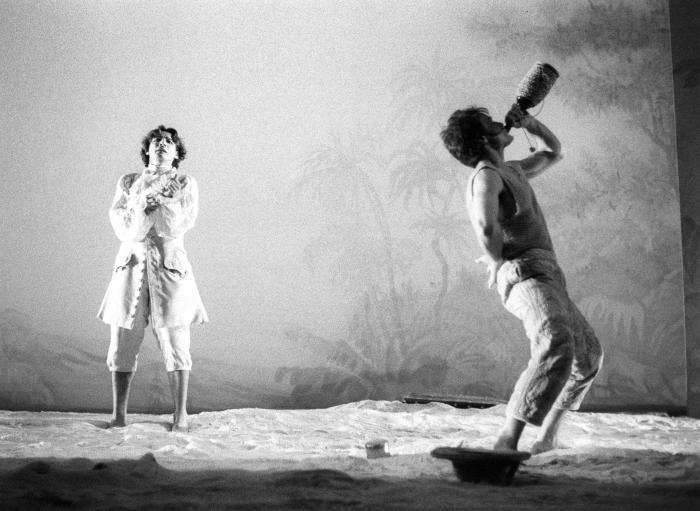"""© Luigi Ciminaghi/Piccolo Teatro di Milano – Teatro d'Europa """"L' isola degli schiavi"""", 1994-95, Massimo Ranieri e Luciano Roman"""