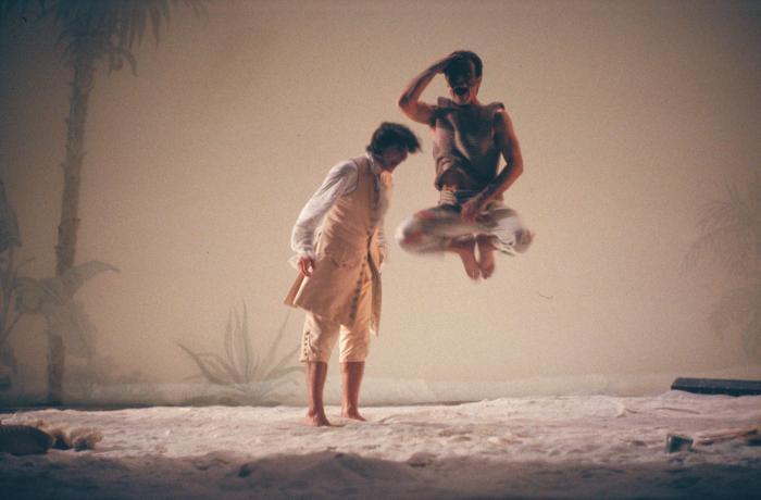 """© Luigi Ciminaghi/Piccolo Teatro di Milano – Teatro d'Europa """"L'isola degli schiavi"""", 1994-95, Massimo Ranieri e Luciano Roman"""