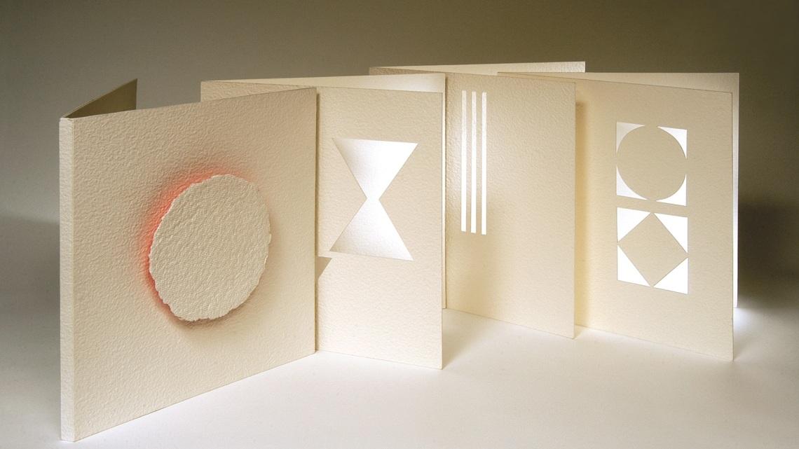 """Alina Kalczynska, """"Lux"""", Otranto 1999, libro-oggetto, cinque esemplari su carta a mano."""