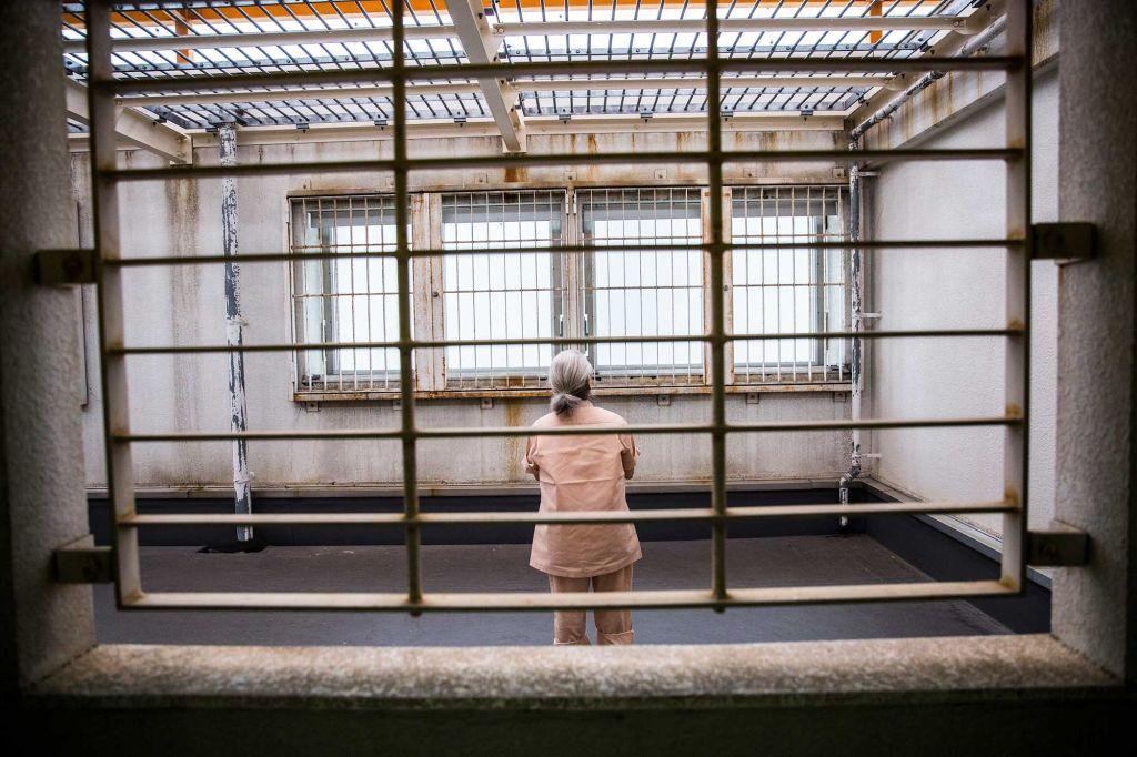 Anziana giapponese in cella