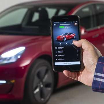 CR-Cars-InlineHero-Tesla-Phone-as-Key-1-4-18