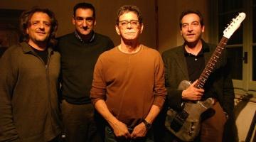 In foto i tre imprenditori di Noah Guitars con Lou Reed. Da sinistra Renato Ruatti, Giovanni Melis e Mauro Moia. Foto di Guido Harari