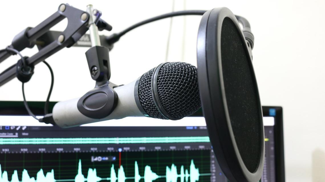 microphone-2170045_1280