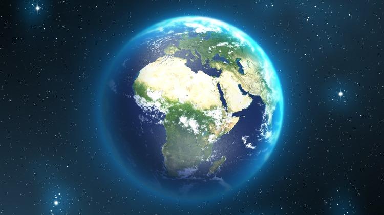 earth-2078484_1920