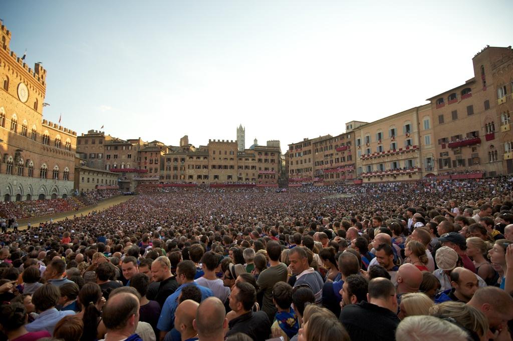 Palio dell'Assunta, Piazza del Campo, 2011, foto di Janus Kinase