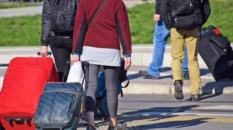 depositphotos_91115940-stock-photo-young-people-walking-with-suitcases